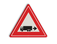 Verkeersbord rechts achteruitrijdende vrachtwagen