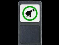 Verzwaarde bermpaal met bord 'hondenuitlaatplaats'