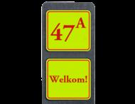 Huisnummerpaal met BORD Fluor Klassiek met tekst - klasse 3