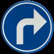 Verkeersbord België D01e - Verplichting de door de pijl aangeduide richting te volgen (hier rechts)