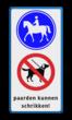 Verkeersbord ruiterpad + honden verboden