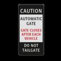 informatiebord CAUTION GATE CLOSES AUTOMATIC parkeerbord, logo, verboden toegang, engelse tekst, eigen terrein, parkeerverbod, wegsleepregeling, speciale borden, camera, A1