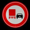 Verkeersbord Verbod voor vrachtauto's om motorvoertuigen in te halen. Verkeersbord RVV F03 - Vrachtverkeer - verboden in te halen F03 verbodsbord, verboden in te halen, vrachtwagen, auto, niet inhalen, F3