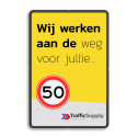 Mottobord aluminium - Wij werken aan de weg voor jullie + logo Zwarte rand witte basis, (RAL 9005 - zwart), Scholen zijn weer begonnen, A01-030, Logo TrafficSupply bV