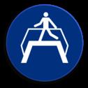 Veiligheidspictogram Het gebruiken van loopbrug verplicht Veiligheidspictogram - Loopbrug gebruiken verplicht - M023 NEN7010, veiligheidspictogram, loopbrug, verplicht, gebruiken