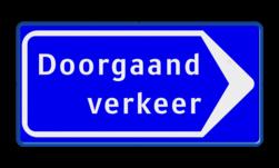 Verkeersbord Route doorgaand (gemotoriseerd) verkeer; Volg pijl Verkeersbord RVV BB100 rijrichting, eenrichting, bord met pijl, vierkant bord met pijl, blauw bord met pijl, doorgaand verkeer