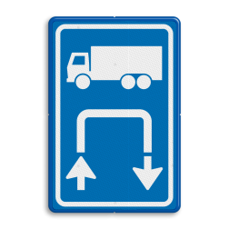 Inritbord Gelegenheid om te keren op terrein / Inritborden op boerenerven verbeteren verkeersveiligheid aanzienlijk Inritbord BT15r - vrachtwagens rechtsom BT15r Parkeren, keren op eigen terrein, niet keren op de openbare weg, E8, E08, E08cv, Inritbord, Inrit, vrachtwagens, Keren, Rechtsom